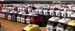 Vendas de caminhões novos caem quase 50% em 2015