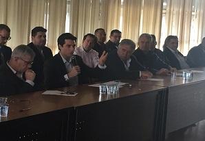 Tayguara Helou se encontra com representantes do poder público