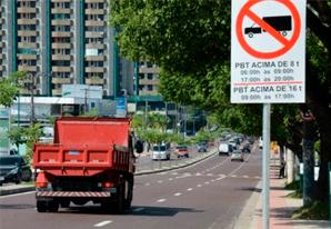 Proibição de tráfego de veículos pesados
