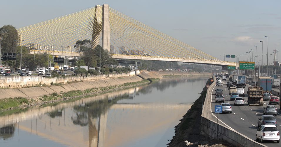 Viaduto que cedeu na Marginal Pinheiros tem tráfego livre no 1º dia útil após reabertura