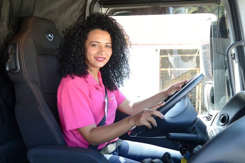 "Mercedes-Benz ouve as mulheres da estrada e cria o movimento ""A Voz Delas"""