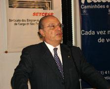 Paulo Maluf promete resolver problemas do trânsito paulistano