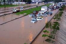 Chuvas bloqueiam acesso à capital paulista