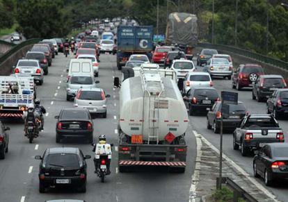 Multas para caminhões em São Paulo passam a valer a partir de quinta