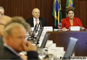 Desoneração da folha de pagamento será permanente, diz Mantega
