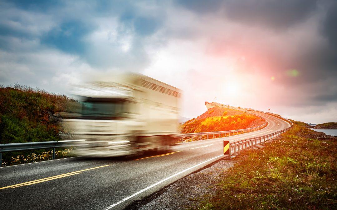 Jornada excessiva de motorista de caminhão não caracteriza dano moral