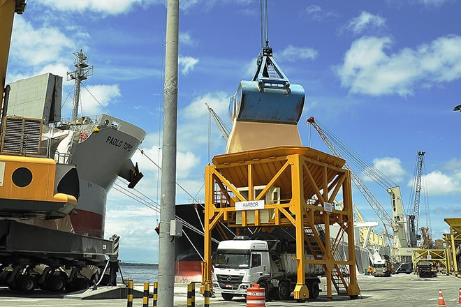 Tempo de espera dos navios nos Portos do Paraná diminui 46%