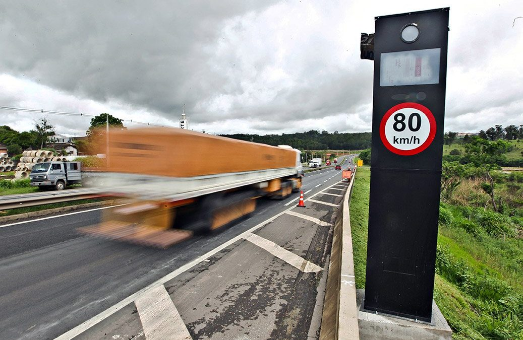 Em rodovias federais, excesso de velocidade mata mais que beber ao volante