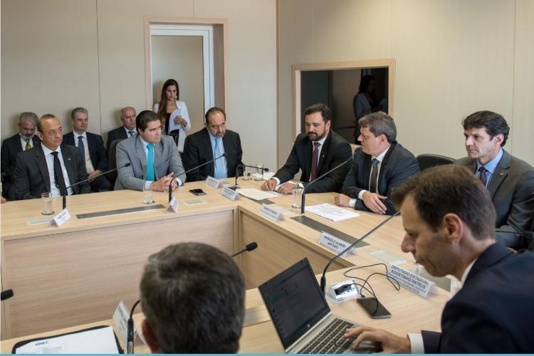 Presidente da CNT participa de reunião no Ministério da Infraestrutura