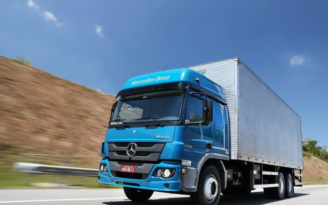 Accelo e Atego com câmbio automatizado são destaques da Mercedes-Benz em 2019