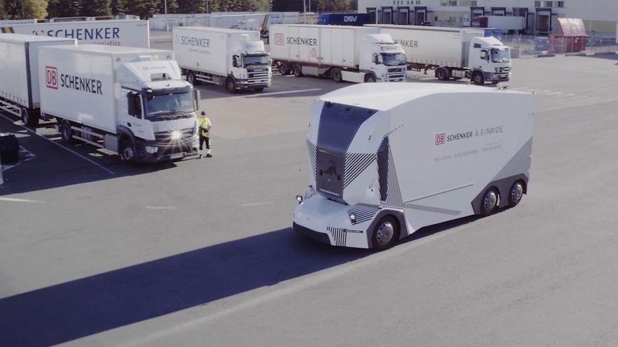 Caminhão elétrico e sem cabine inicia operação em via pública