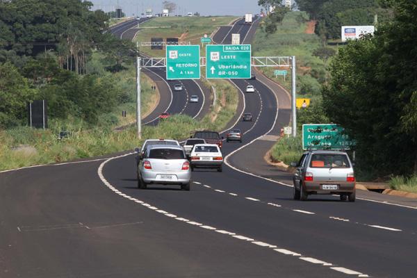 Zema anuncia privatização de 2,5 mil km de estradas