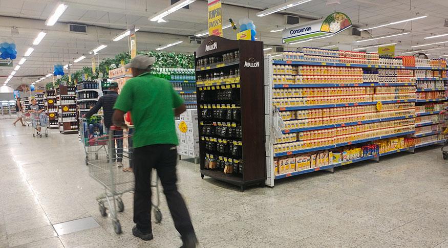 Vendas no varejo têm queda em abril, aponta IBGE
