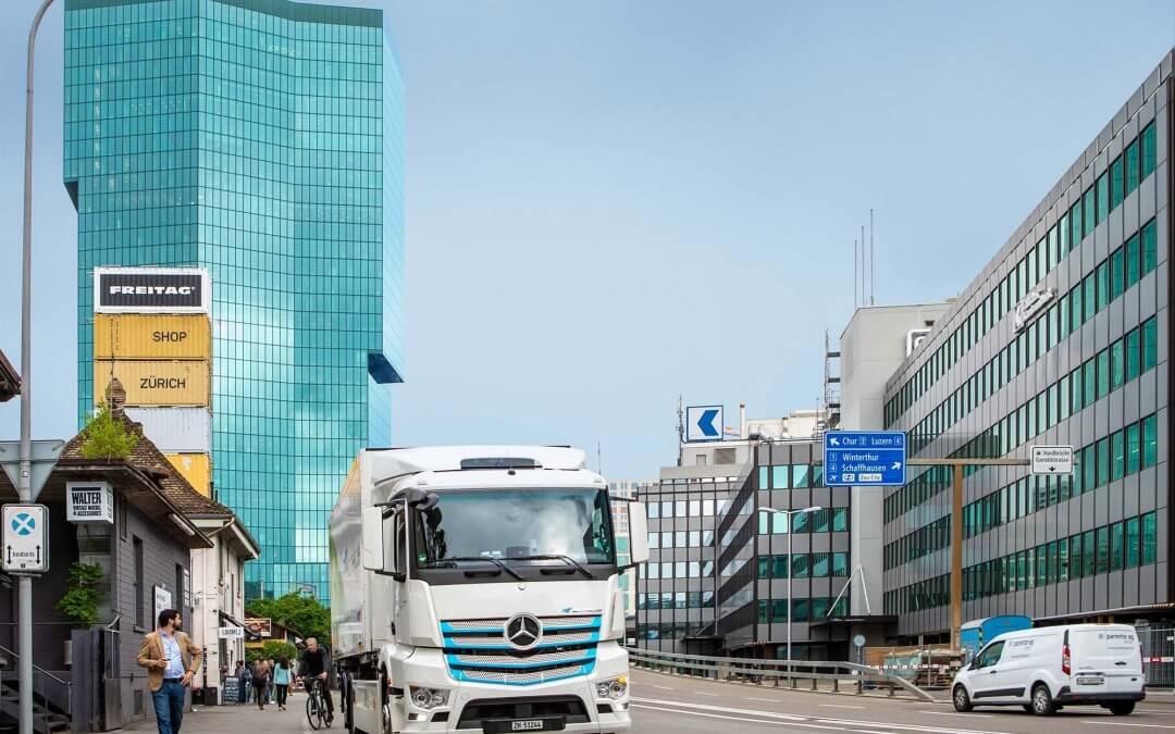 Caminhões Actros elétricos iniciam testes em clientes na Suíça