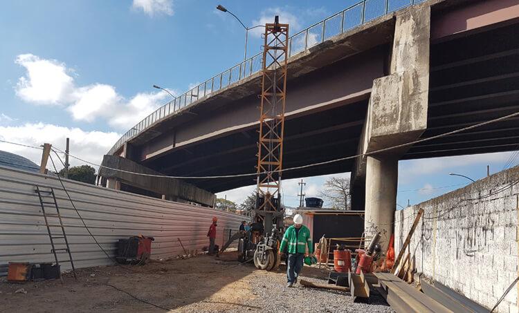 Conclusão de alça em viaduto sobre linha férrea vai melhorar tráfego urbano em Juiz de Fora