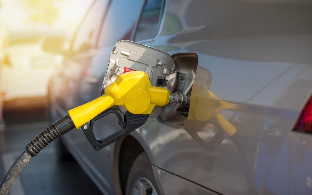 Após ataque, combustível ficará mais caro no Brasil nas próximas semanas, diz especialista