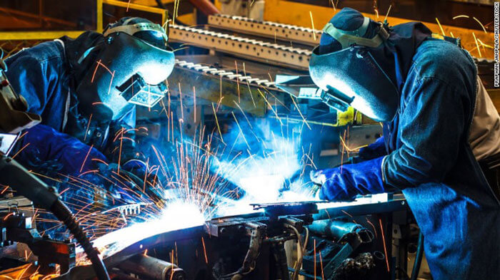 Produção industrial cai 0,3% em julho, no terceiro mês negativo seguido