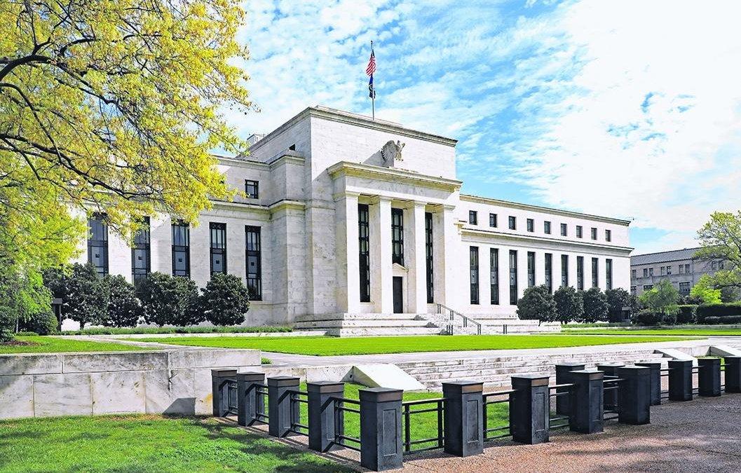 Bancos centrais do mundo cortam juros antecipando risco de recessão