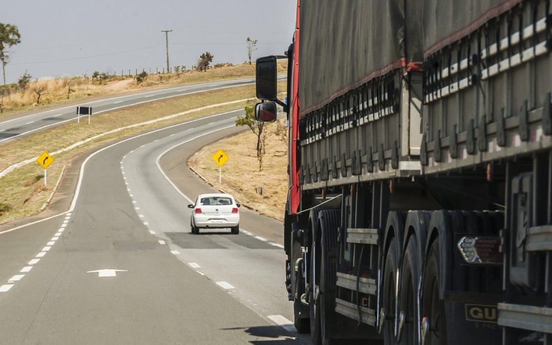 Estradas precárias deixam a nossa comida mais cara e atrasam o agronegócio do Brasil