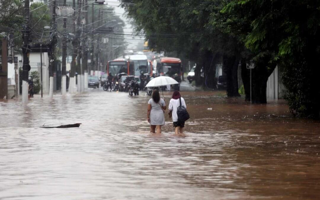 Chuvas em São Paulo levam à suspensão de rodízio de veículos
