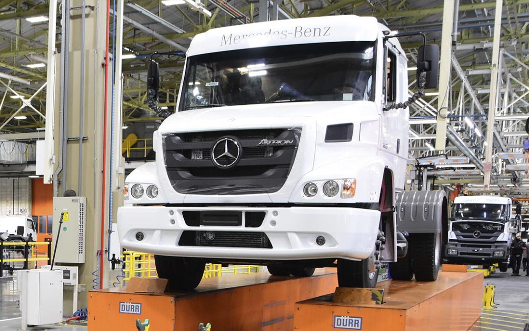 Mercedes-Benz encerra produção do Atron 1635 e apresenta o Axor como seu sucessor