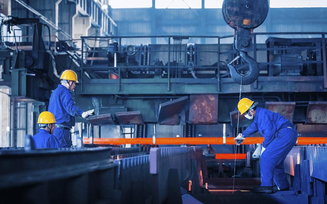 Índices de confiança da indústria e dos serviços caem em fevereiro