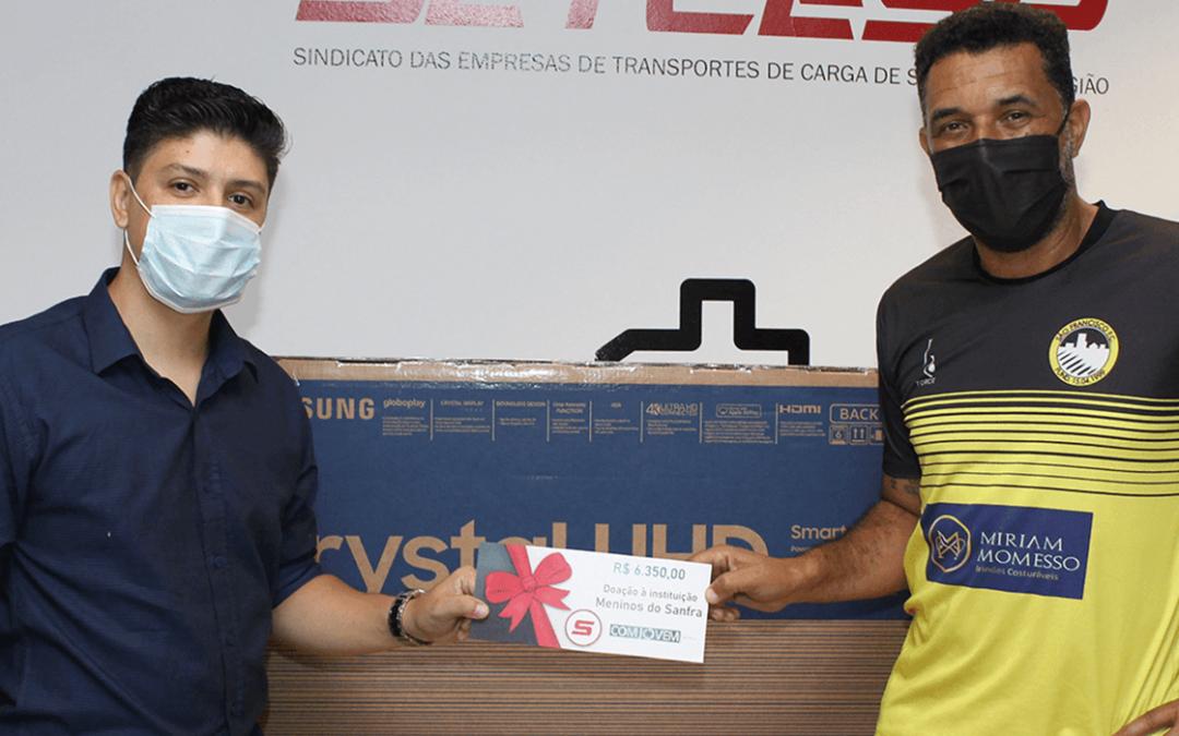 Meninos do Sanfra recebem doações da COMJOVEM SP