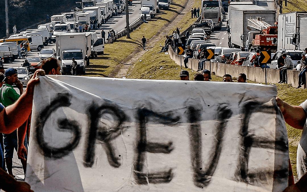 Caminhoneiros comemoram ação de Bolsonaro na Petrobras mas dizem que não garante fim de manifestações