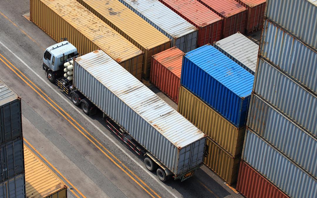 Transporte de contêineres enfrenta gargalos conforme a demanda aumenta