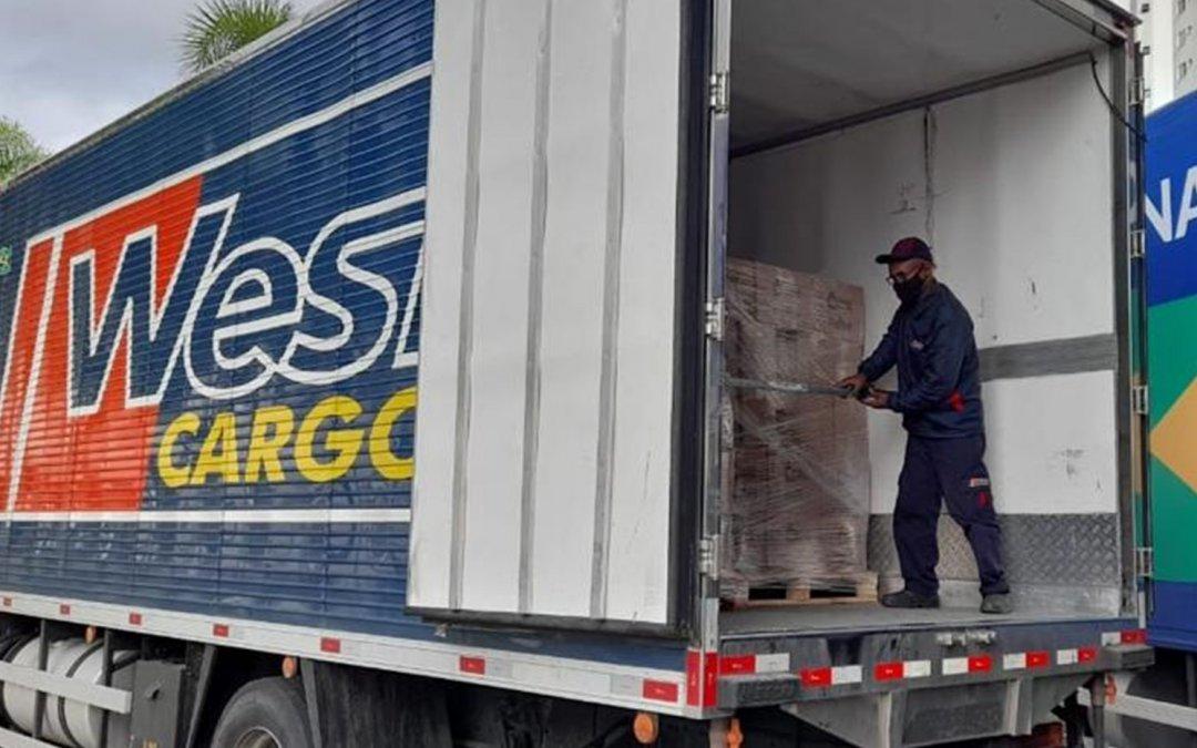West Cargo doa transporte de 90 toneladas em cestas básicas