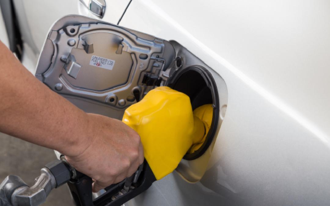 Petrobras anuncia reajuste no preço da gasolina, que já subiu 51% este ano